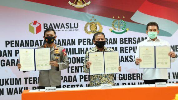 Tanda Tangani Peraturan Bersama Terkait Sentra Gakkumdu Tahun 2020 Oleh Bawaslu, Kapolri, dan Kejaksaan Agung RI